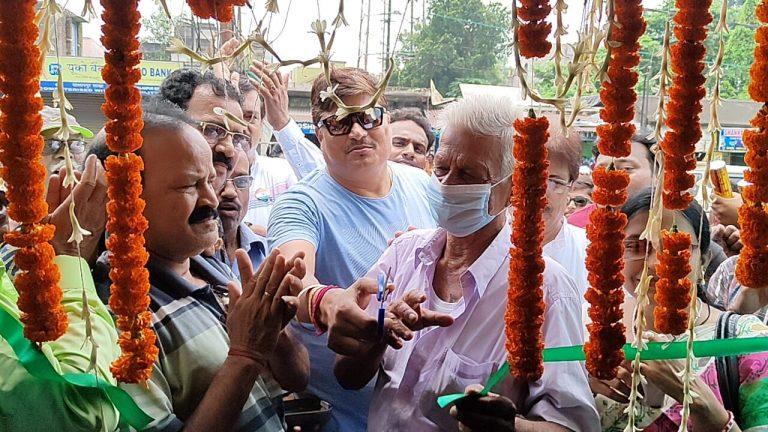 স্বাধীনতা দিবসে তৃণমূল কার্যালয়ের উদ্বোধন করলেন যুব নেতা মুকুল উপাধ্যায়